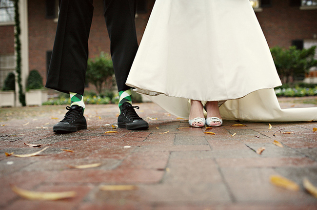 Groom pulls up pants to show green argyle socks