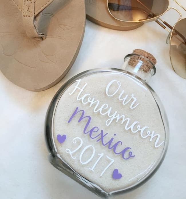 Honeymoon Sand Holder Keepsake – Essential