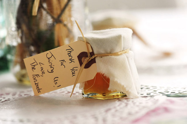 jar of honey favor with tag