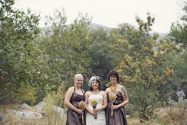bride and bridesmaids holding bouuets