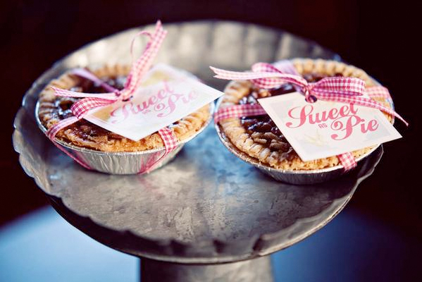 pie favors with pink and white ribbon