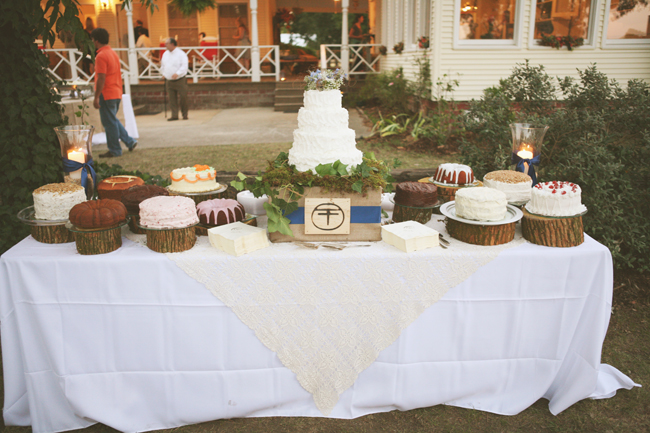 Donovan Farm & Inn wedding cake table