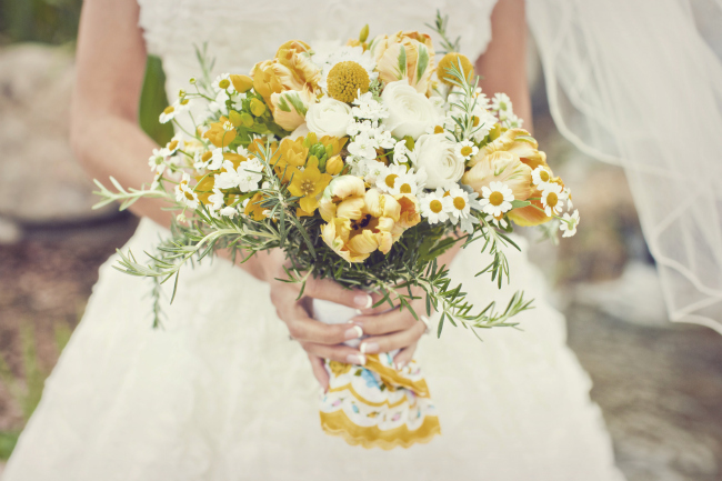 daisy and billy ball bouquet