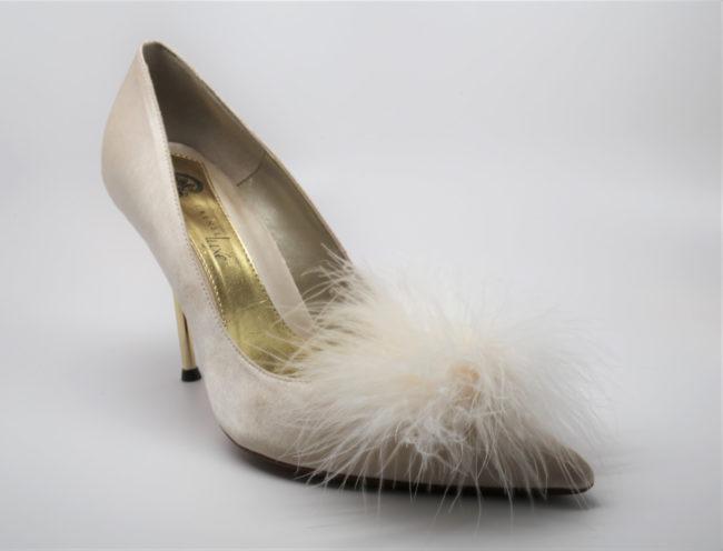 Pom Pom Shoe Clips White
