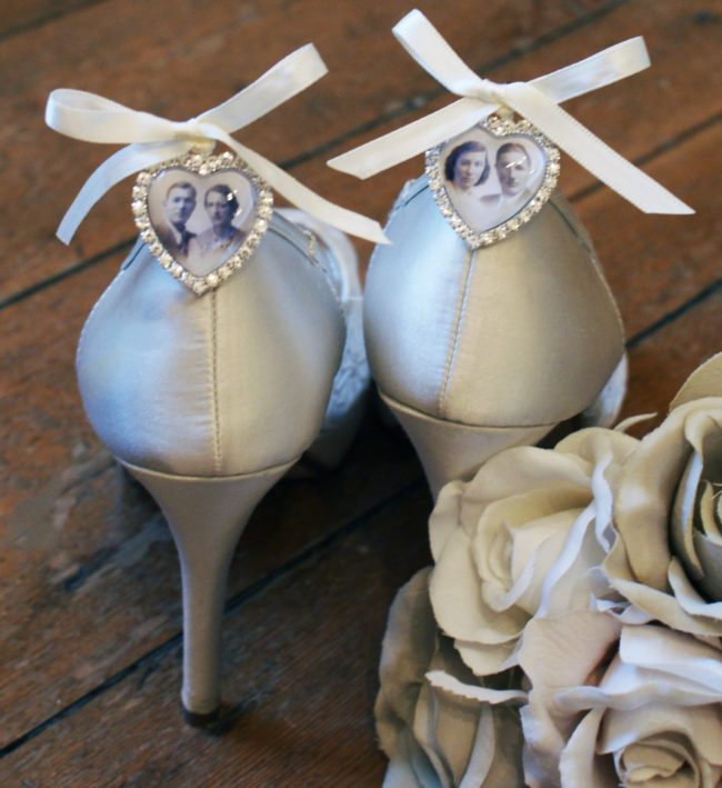 photo shoe charm on heels with white bow