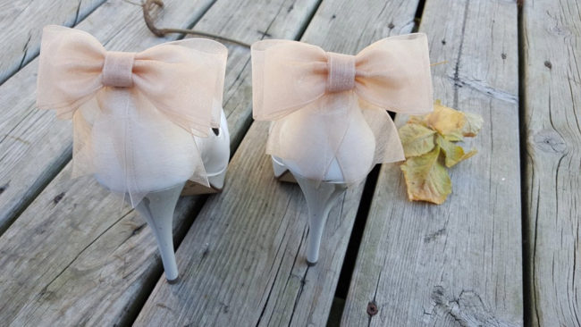 pink bow shoe clips