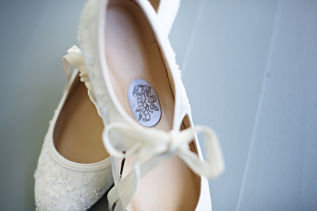bride soes in white