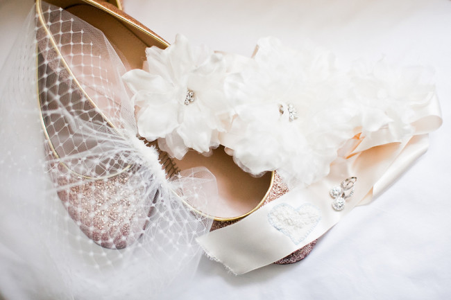 veil with sash and shoes