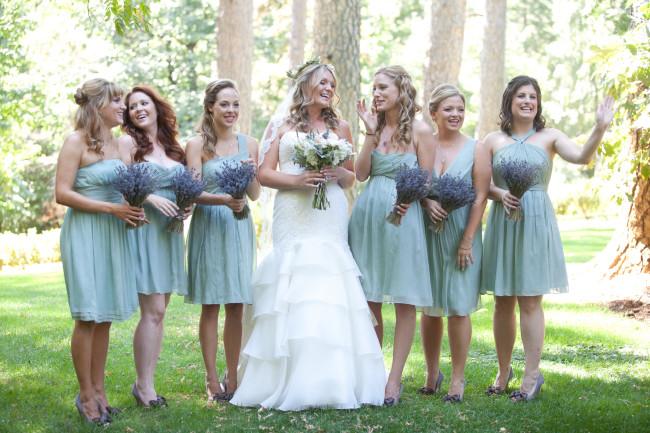 Bride with bridesmaids, mint dresses, lavender bunches