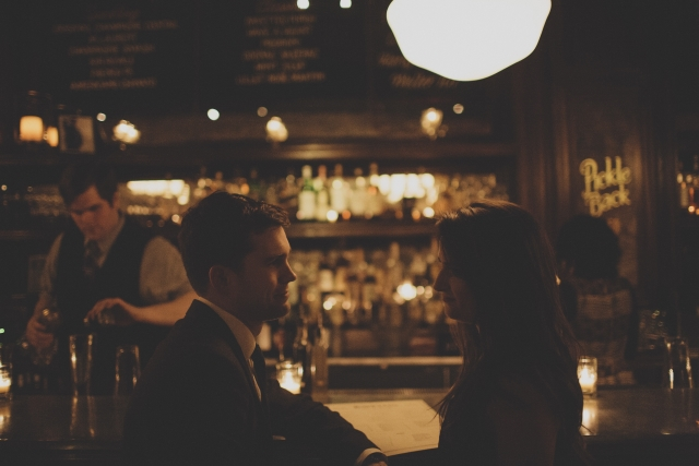 Chicago photo shoot couple at Bavette's Bar & Boeuf