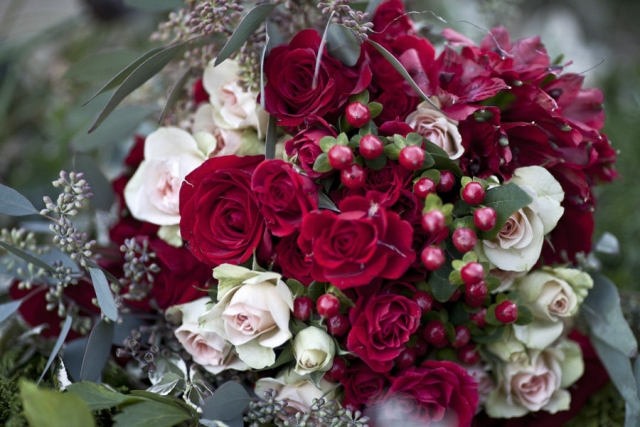 Red and light pink rose bouquet