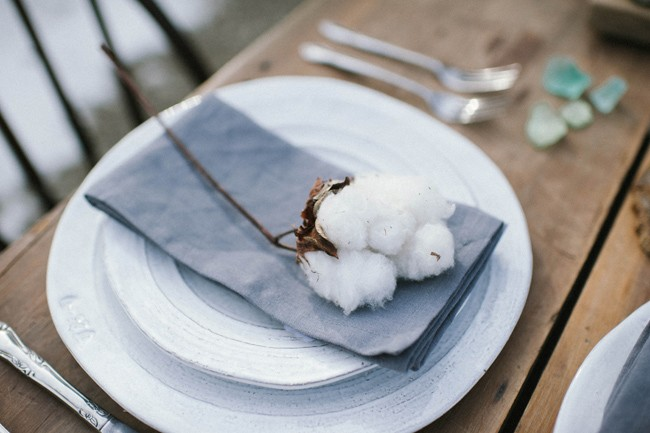 Table setting with cotton