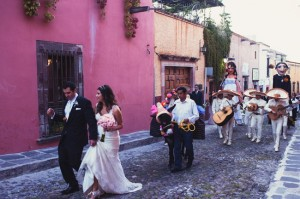 San Miguel Allende Vintage Chic Wedding by San Miguel Weddings in Casa Tortuga.