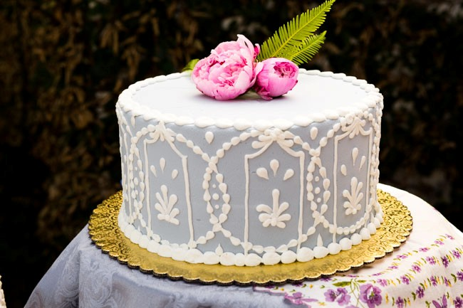 Alice in Wonderland styled shoot cake with pink flowers on top
