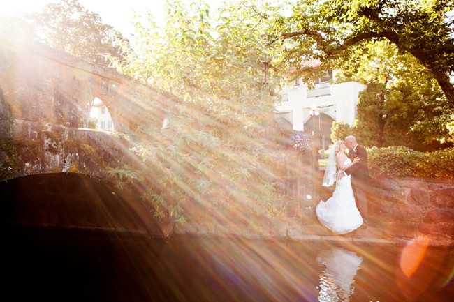 bride and groom kissing under bridge at Columbia gorge hotel