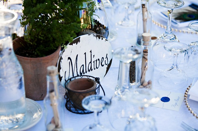 Reception table place setting with a Maldives sign