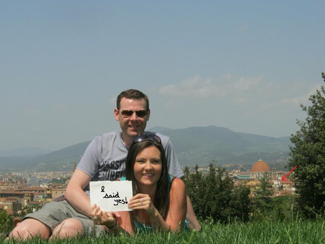 "Couple in boboli gardens holding an ""I said yes"" sign"