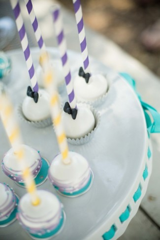 mini cupcaes with purple twirl straws