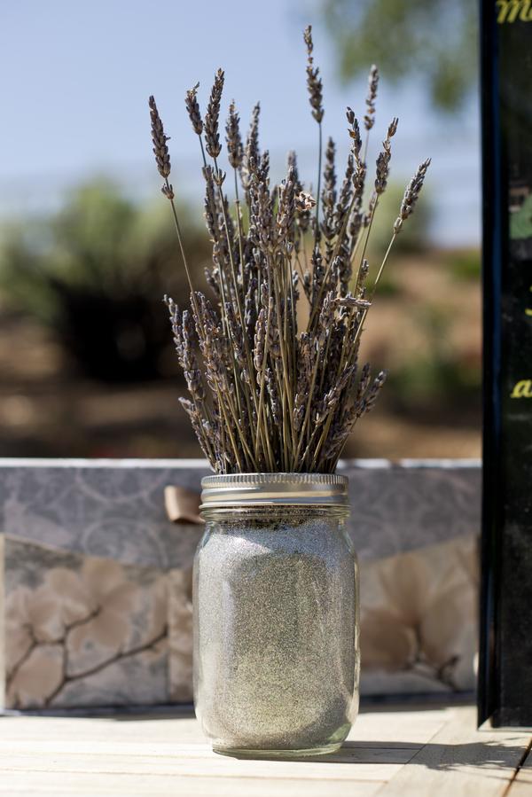 1 dried lavender in a mason jar