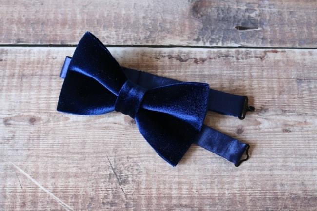 Navy blue velvet bow tie