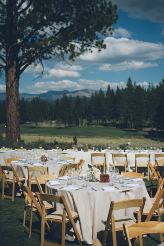 13 Outdoor wedding reception in Sierra Nevada mountains