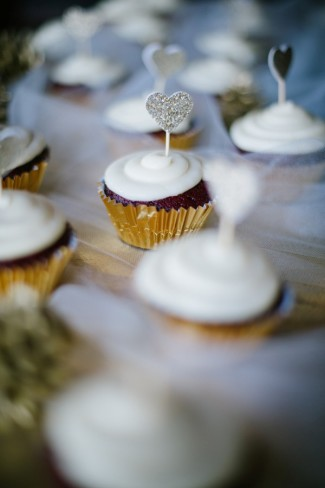 outdoor wedding reception in Sierra Nevada mountains white cup cakes with hearts
