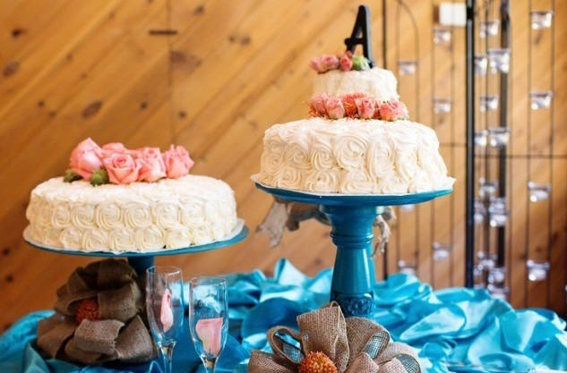 Buttercream Rosette cake on blue cake platter