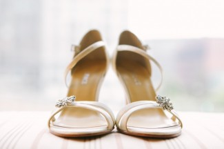 Beige strap heels sandle with rhinestone flower on strap