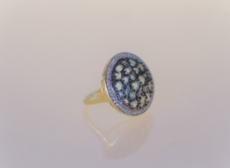 Gold ring with blue stones by Avindy