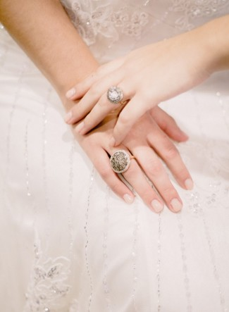bride wearing rings by Avindy