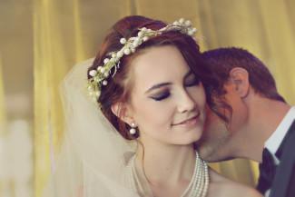 ballerina bridal shoot bride and groom kiss