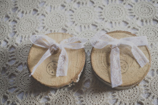 Wooden slab ring holders with lace