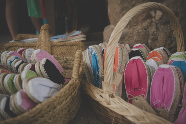 Colorful shoes for wedding guests favors in baskets