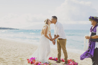 Maui elopement bride and groom kiss