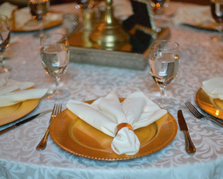 Gold charger place setting at Tate House Mansion wedding reception