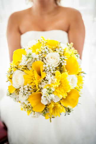Bride yellow and white bridal bouquet