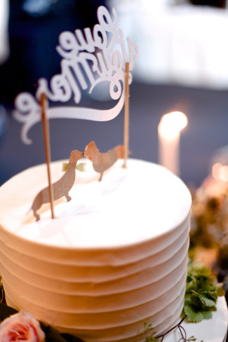 1 tier round cake with dachshund cake topper