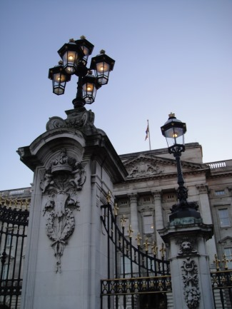 buckingham palace lamppost