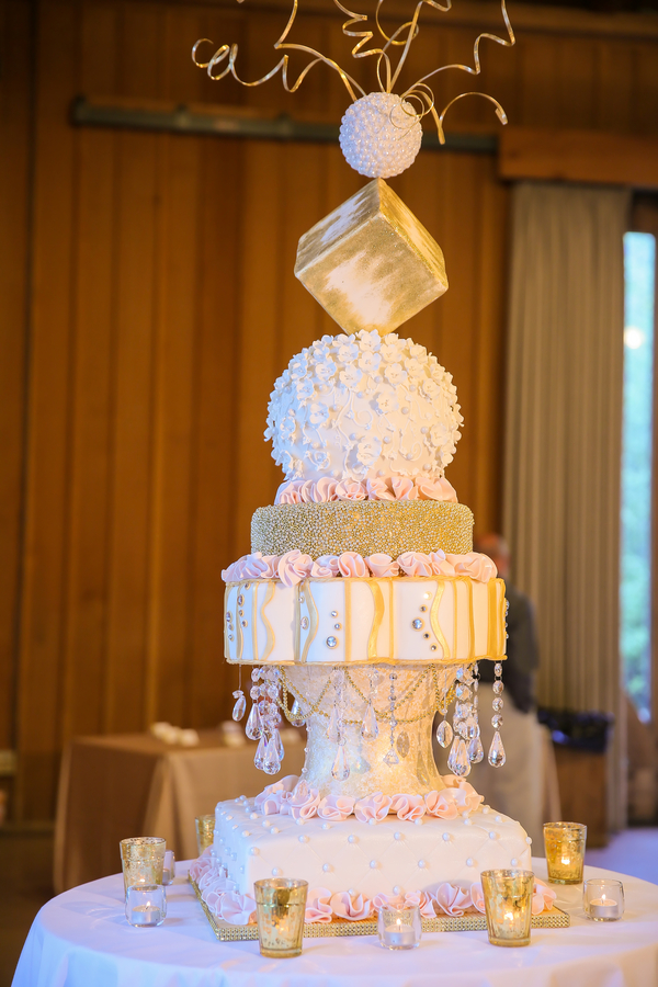 contemporary wedding cake guide to wedding cake styles shapes and icing 12916