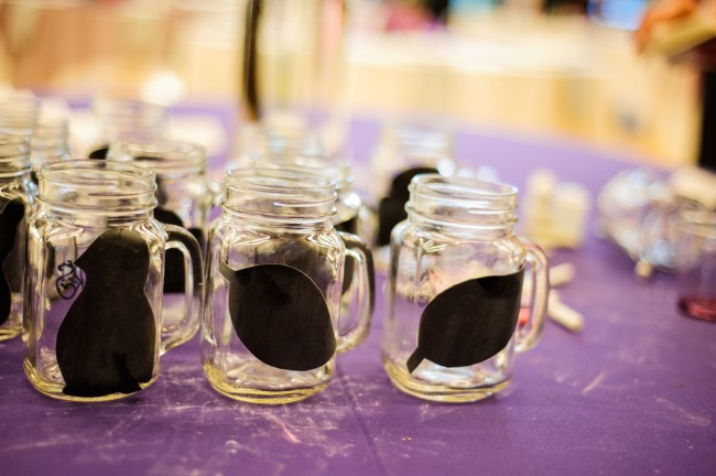 mason jar glasses for wedding guests with DIY chalkboard stickers for names