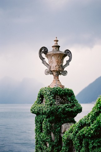Outsoor urn at Villa Del Balbianello captured by Milton Photography
