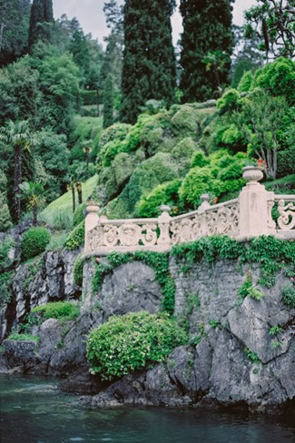 walkway up to Villa Del Balbianello on Lake Como