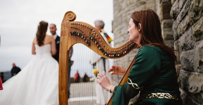 harp playing at Cliffs of Moher