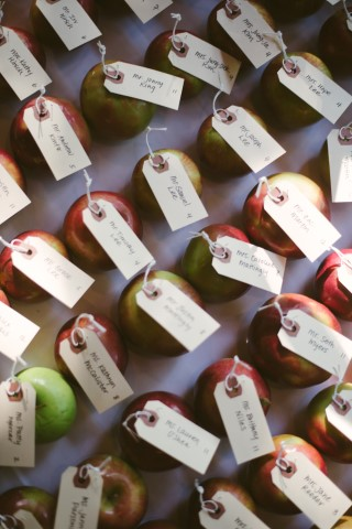 Apples with escort cards attached for wedding guests seating