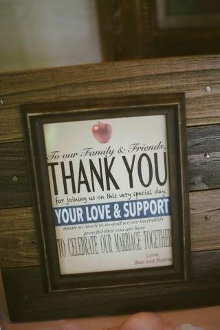 Thank you sign for wedding guests with an apple theme