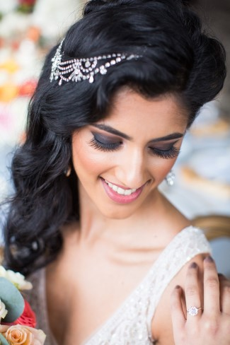 Bride wearing vintage inspired hair jewelry from Jeweliette