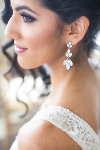 Bride wearing vintage inspired chandelier earrings from Jeweliette