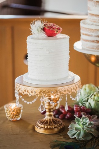 13 Cake Stands Perfect For Any Wedding Style