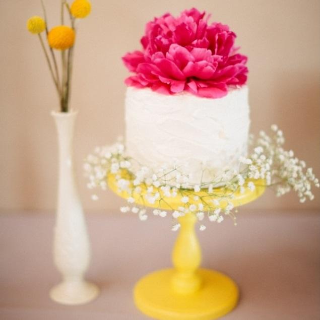 yellow Mosser cake stand