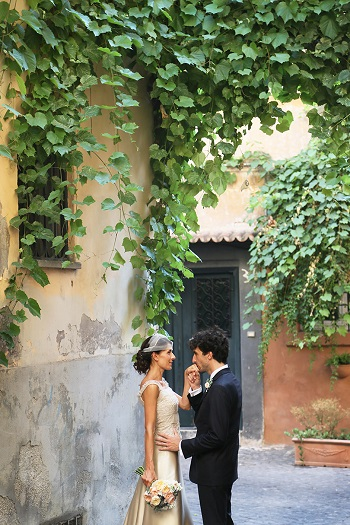 Bride and groom in Italy before wedding captured by Avorio photo